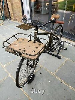 Specialised Globe Bike With Front Carrier